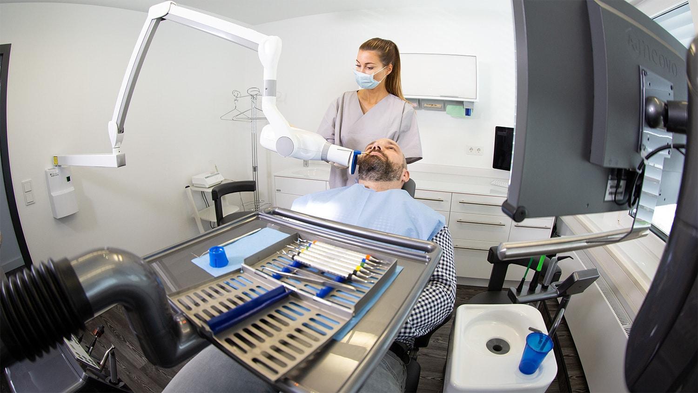 Röntgen Behandlung Patient Praxis Dr Rütters Implantat Oralchirurgie